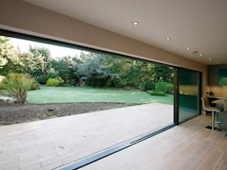 Rosegarth Modern windows & doors by IQ Glass UK Modern