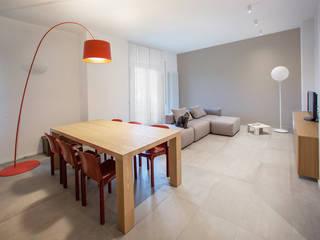 Dining room by OKS ARCHITETTI, Minimalist