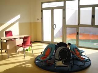 Escuela infantil Dormitorios infantiles de estilo moderno de estudio MG arquitectura y urbanismo Moderno
