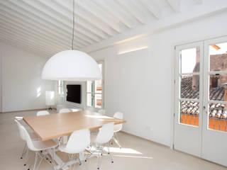 ISLABAU constructora Minimalist dining room