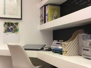 Studio di Architettura : Studio in stile  di piano a