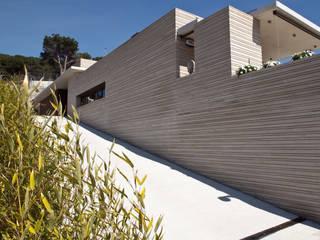 Vista del acceso: Casas de estilo  de Comas-Pont Arquitectes slp