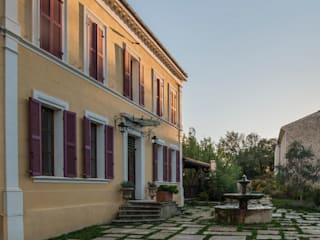Дома в средиземноморском стиле от goodnova godiniaux Средиземноморский