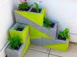 Macetero en escalera Jara y Olmo S.L Balcones, porches y terrazasPlantas y flores Ladrillos Verde