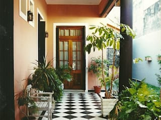 ห้องโถงทางเดินและบันไดสมัยใหม่ โดย Arquitecto Oscar Alvarez โมเดิร์น