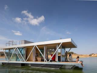 FloatWing: Casas  por Friday, Ciência e Engenharia do Lazer, SA,Eclético