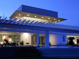 Modern terrace by Portico Arquitectura + Construcción Modern