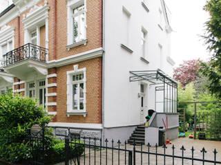 Dachausbau mit Anbau und Terrasse, denkmalgeschütze Gründerzeitvilla, Bad Godesberg Minimalistische Häuser von Jan Tenbücken Architekt Minimalistisch