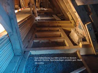 Paredes e pisos clássicos por Dipl. Ing. Müller, Büro für Bauplanung und Sanierung Clássico
