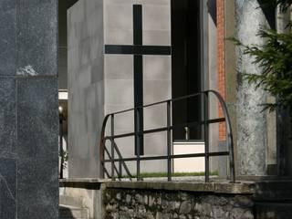 Cappella Funeraria Case moderne di VS-Architettura Moderno