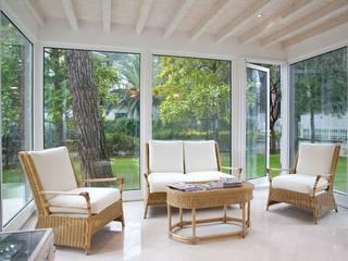 Modern balcony, veranda & terrace by quartieri luigi Modern