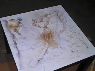 Trasformazione di un tavolino 50x50 con la Resina:  in stile  di Impresa Edile Santarsia