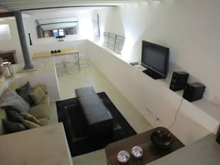 Loft Story: Salas de estar industriais por DRCF Arquitectos