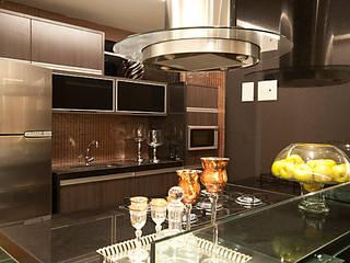 DECORADO-SPAZIO DI NAPOLI Cozinhas modernas por Allysandra Delmas - Arquitetura e Interiores Moderno