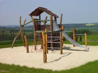 Spiel- und Kletterlandschaften:   von Rheber Holz Design