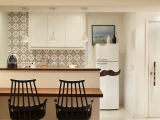 Apartamento Botafogo: Cozinhas  por Mariana Dornelles Design de Interiores