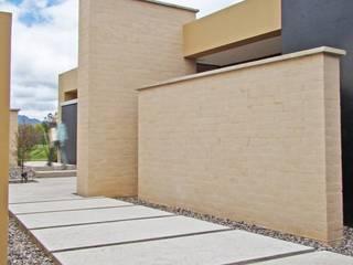 Casa H Balcones y terrazas de estilo minimalista de David Macias Arquitectura & Urbanismo Minimalista
