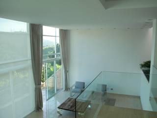 غرفة المعيشة تنفيذ Arquitecto Juan Pablo Fernandes