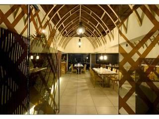 21WEST Modern corridor, hallway & stairs by CK Interiors Pvt Ltd Modern