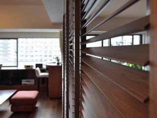 戸塚の家 クラシックデザインの リビング の 株式会社エキップ クラシック