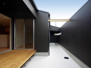 周防大島町の家: アトリエ イデ 一級建築士事務所が手掛けたベランダです。