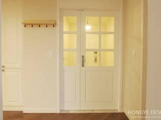 Corridor & hallway by 홍예디자인, Country