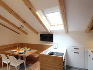 Kitchen by zanella architettura, Modern