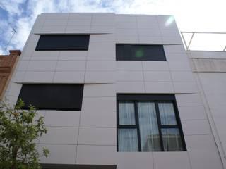 fachada: Casas de estilo  de FABRICA DE ARQUITECTURA