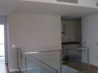salon cocina duplex: Salones de estilo  de FABRICA DE ARQUITECTURA