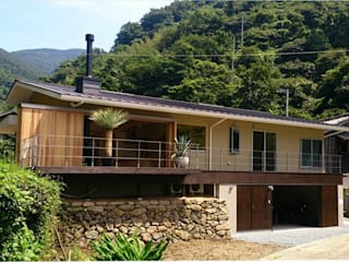 双海町の家: Y.Architectural Designが手掛けたバルコニー&ベランダ&テラスです。