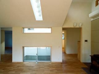 透き抜ける家 モダンデザインの リビング の 麻生建築設計工房 モダン