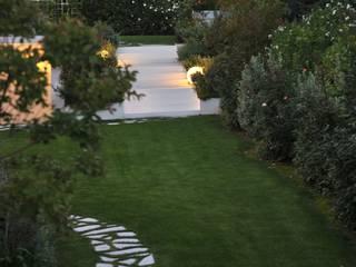 Studio Architettura del Paesaggio Giardini Giordani di Luigina Giordani モダンな庭 金属 白色