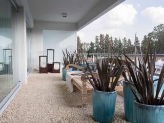 Balcones y terrazas de estilo moderno de Ines Calamante Diseño de Interiores Moderno