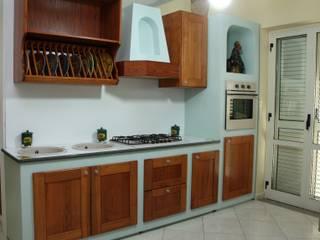 Cucina in finta muratura: Cucina in stile  di Caruso L'Arte di arredare S.n.c.