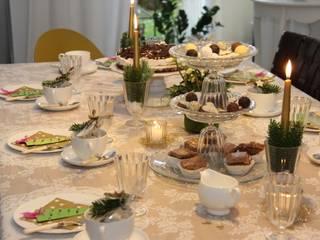 Weihnachtliche Kaffeetafel:   von Tischlein deck dich