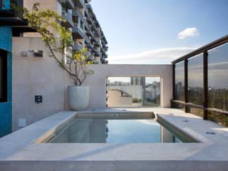 Cobertura Flamengo Varandas, alpendres e terraços modernos por Carmen Mouro - Arquitetura de Exteriores e Paisagismo Moderno