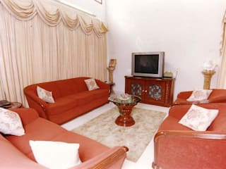 Living room by NAMAN INTERIORS - Turnkey Interior Contractors,