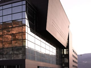 Centro Direzionale Interporto di Trento: Complessi per uffici in stile  di mauroFACCHINIarchitects