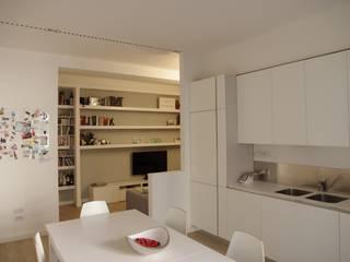 Ristrutturazione di interni: Cucina in stile in stile Minimalista di mariocelotti