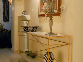 bilune studio Classic style corridor, hallway and stairs