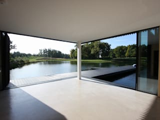 The Boathouse Modern windows & doors by IQ Glass UK Modern