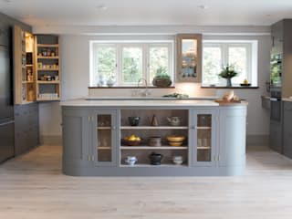 A Beautiful Open Plan Barn Conversion: country Kitchen by It Woodwork