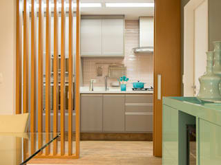 Sala Integrada à Cozinha: Cozinhas  por Madi Arquitetura e Design