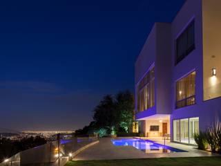 Casa del Arbol: Albercas de estilo moderno por Pórtico