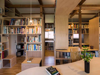 Moderne Wohnzimmer von スズケン一級建築士事務所/Suzuken Architectural Design Office Modern