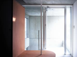 Minimalistischer Flur, Diele & Treppenhaus von スズケン一級建築士事務所/Suzuken Architectural Design Office Minimalistisch