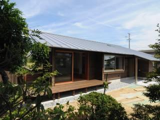 Casas de estilo ecléctico de 加藤武志建築設計室 Ecléctico