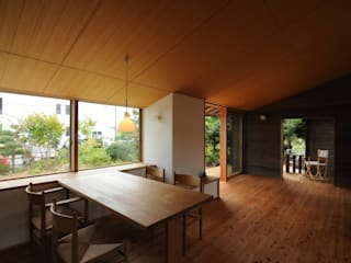 Comedores de estilo ecléctico de 加藤武志建築設計室 Ecléctico