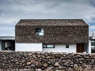 moderne Häuser von ZeroLimitsArchitects