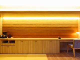 modern  by 株式会社井上輝美建築事務所+都市開発研究所  aim.design studio, Modern
